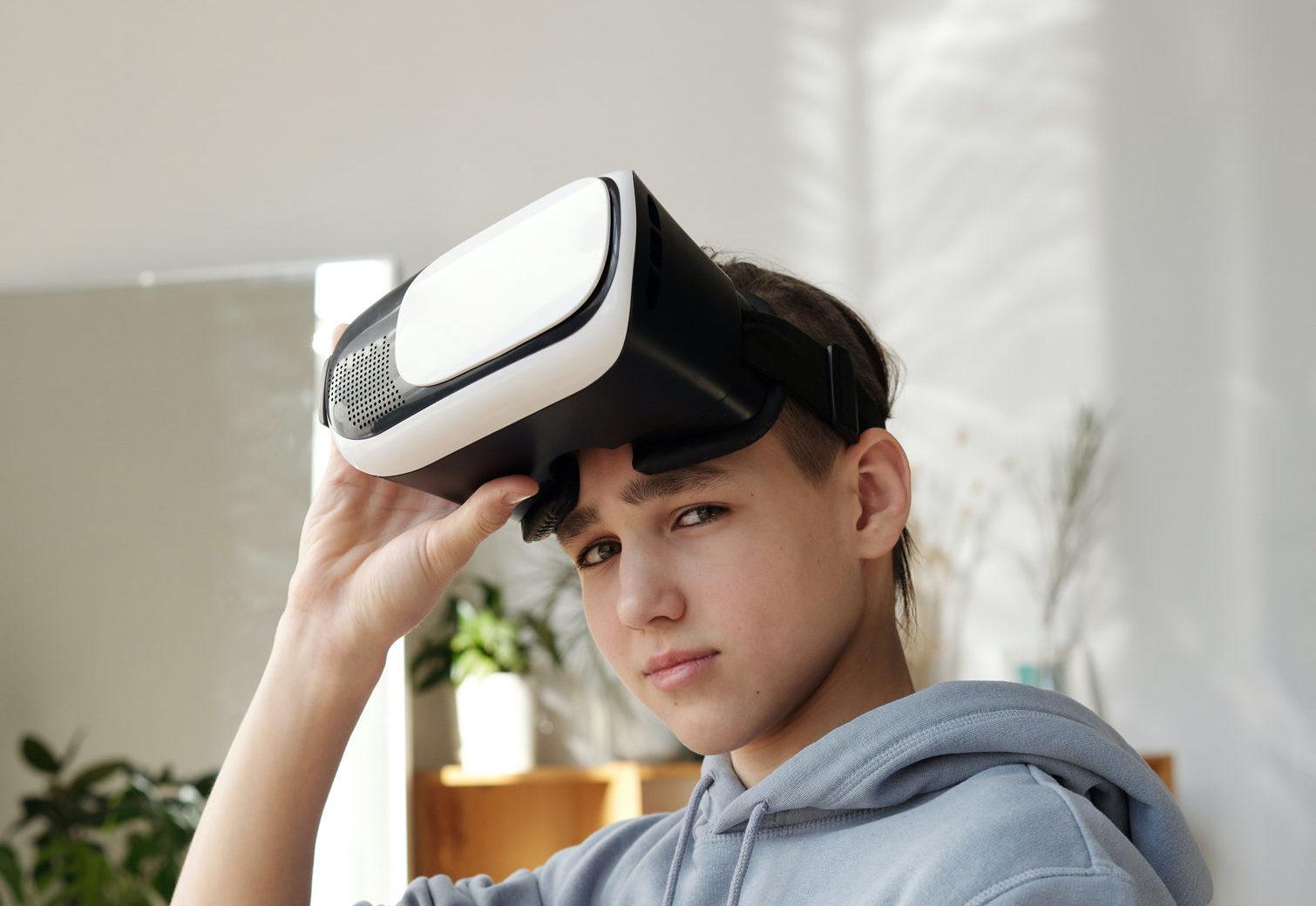 VR_Brille_Arbeitsplatz